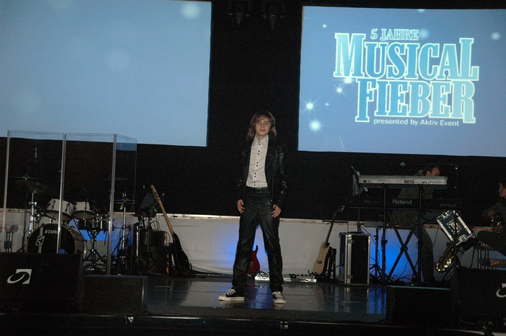 Thomas on Stage at Musical Fever