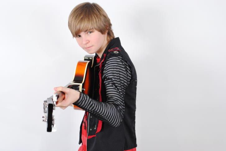 Alan Wheeler w/guitar