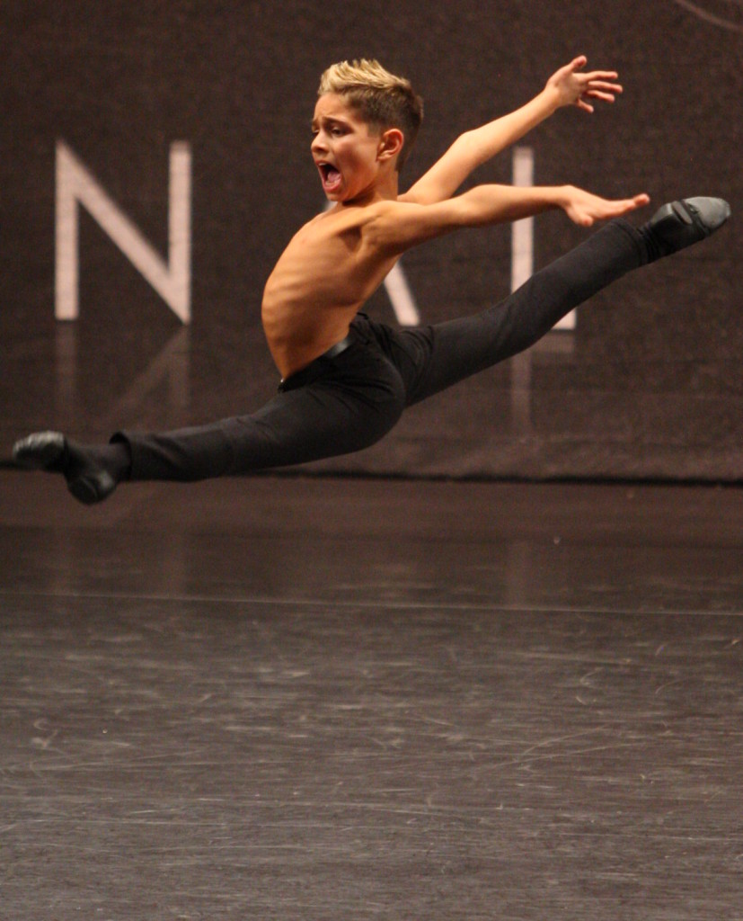 gavin split leap showbiz14